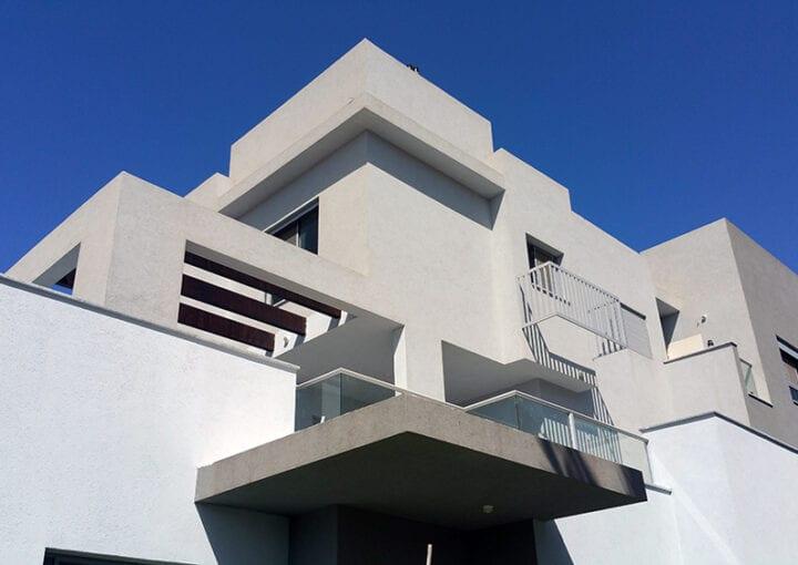 דירה למכירה בקדימה - טריפלקס, דופלקס, דירת גן, במרכז קדימה. למכירה. חוה חן