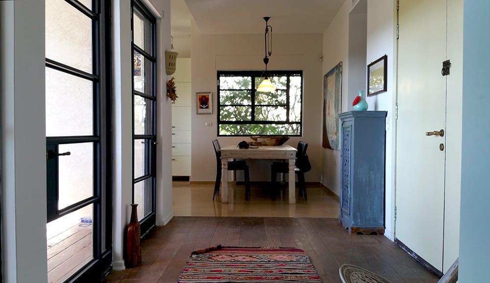בית למכירה במושב עין ורד - מבואת הכניסה - הבתים של חוה
