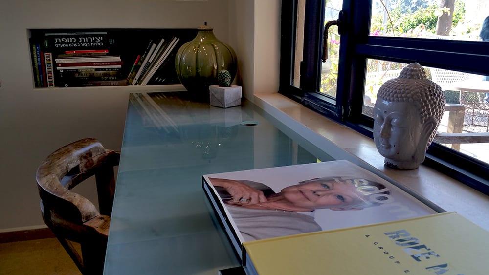 בית למכירה במושב עין ורד - פינה בסלון - הבתים של חוה