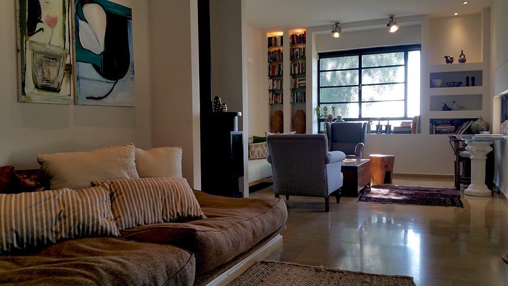 בית למכירה במושב עין ורד - סלון ופינת טלויזיה - הבתים של חוה