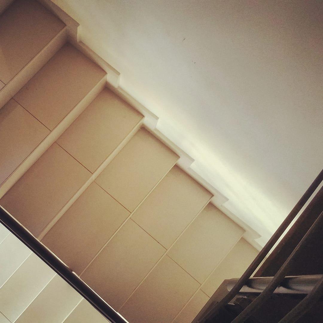 חלל המדרגות בלמכירה בקדימה בכפר