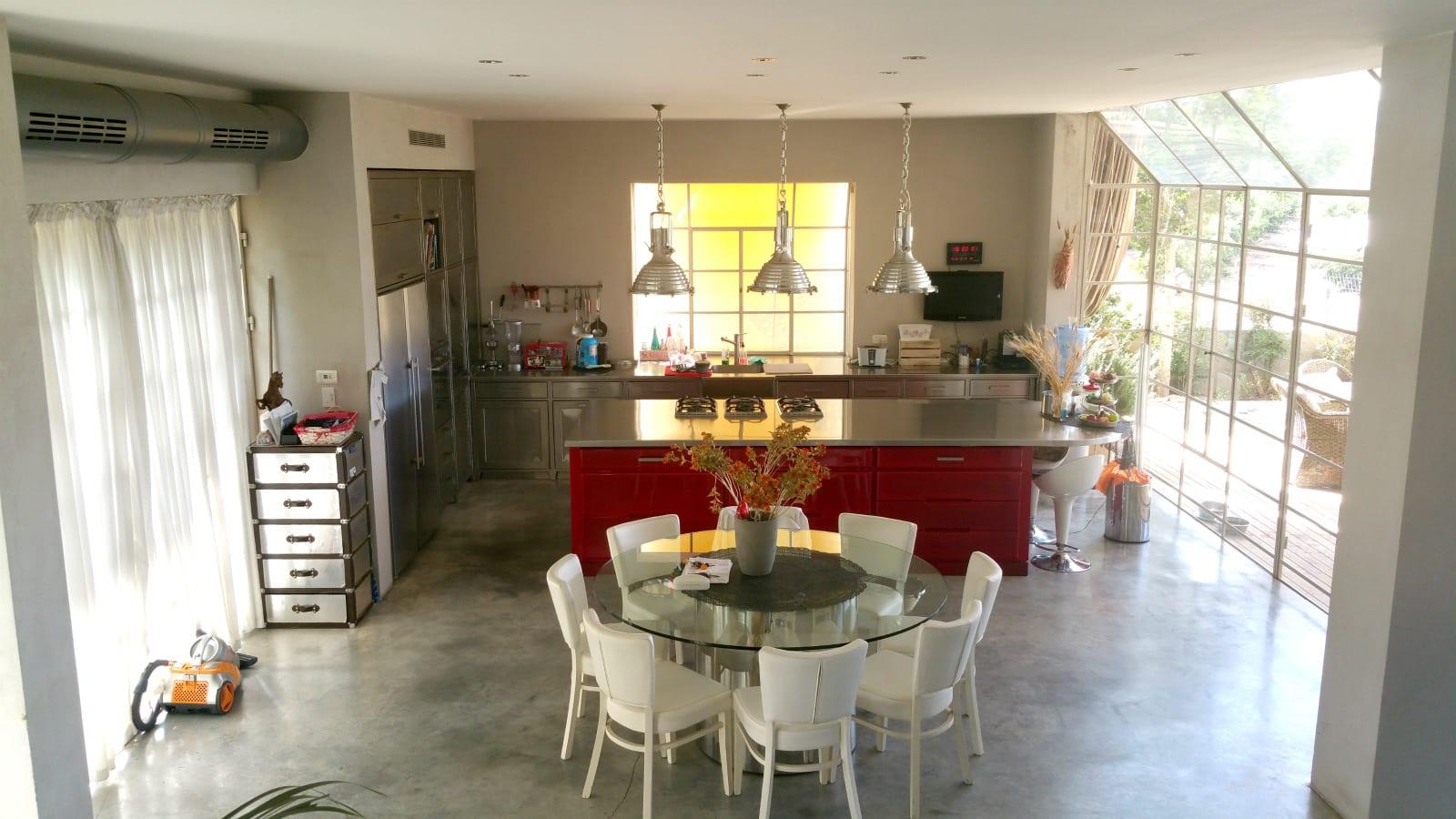 מבט למטבח ולפינת האוכל - בית למכירה בבני ציון