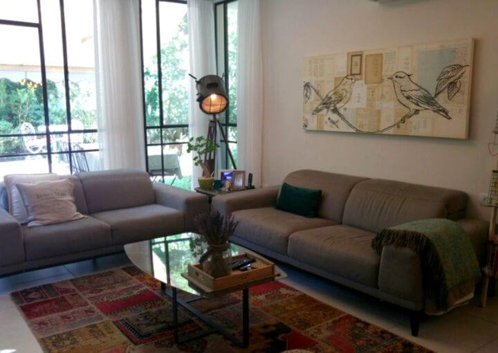 הסלון בבית למכירה בקדימה