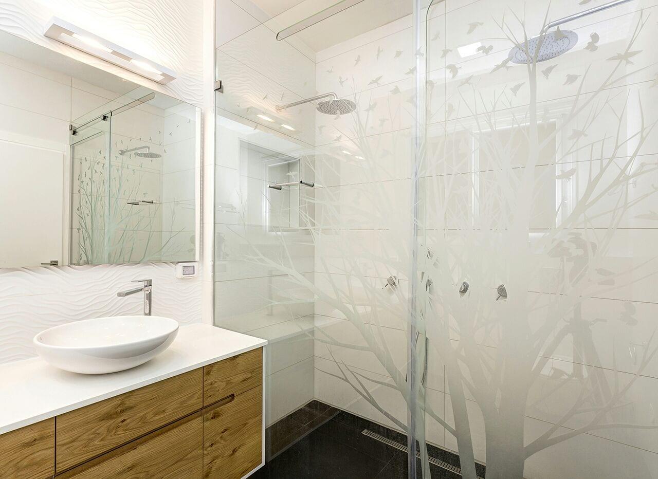 חדר המקלחת בבית מיוחד ומעוצב למכירה בקדימה בכפר