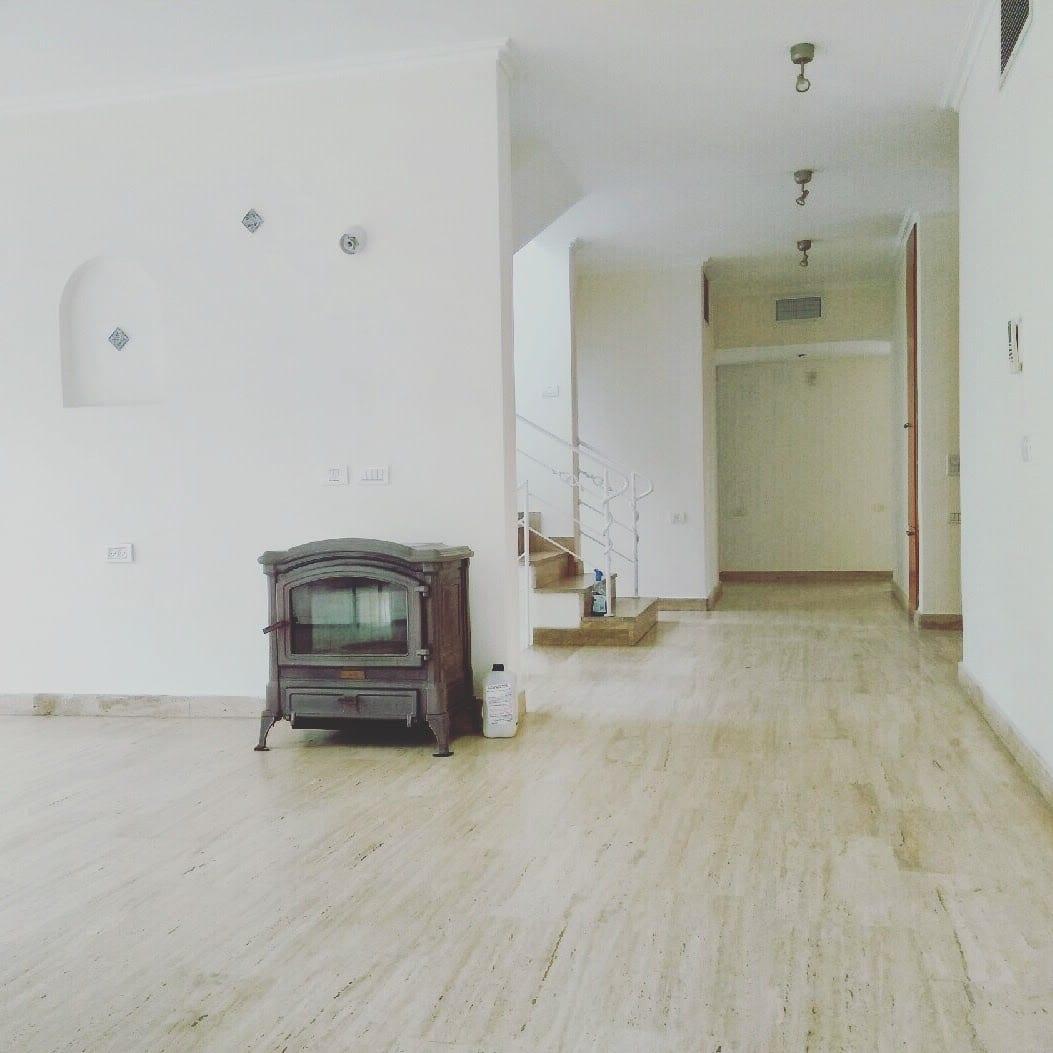 הסלון עם האח - בית למכירה בקדימה