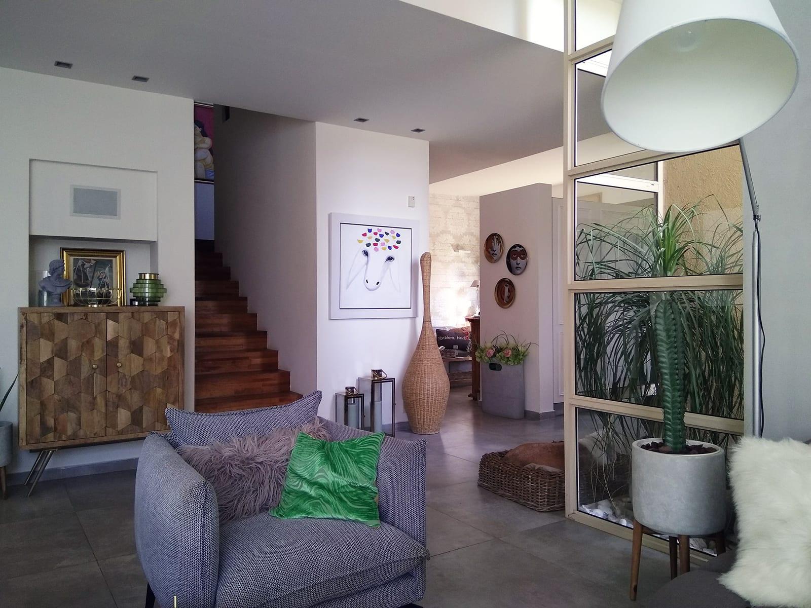 הסלון בבית למכירה בקדימה בכפר - סטייל ועיצוב ברמה גבוהה