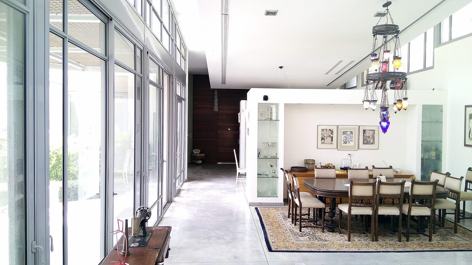 בית למכירה בהוד השרון על חצי דונם עח בריכה