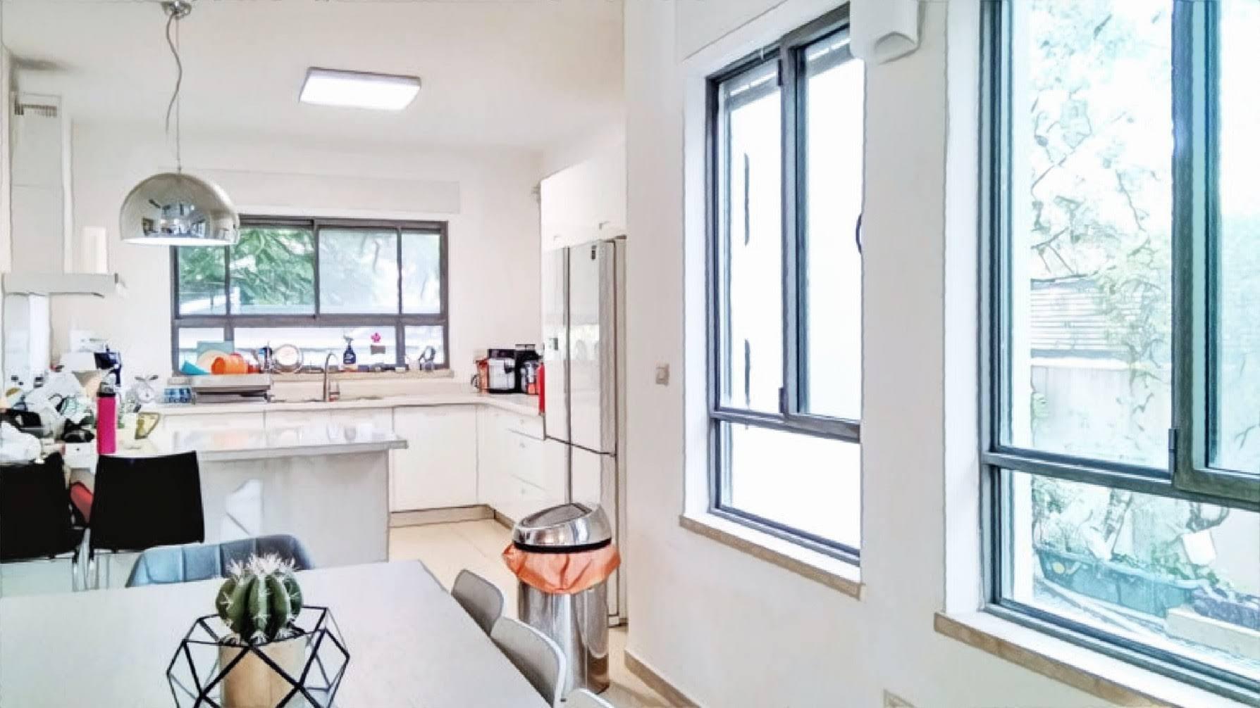 בית עם תקרה גבוהה למכירה בקדימה בכפר